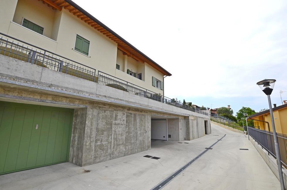 Casa a schiera in vendita a negrar 335 arbizzano 3149 for Piani casa 3 camere da letto e garage doppio
