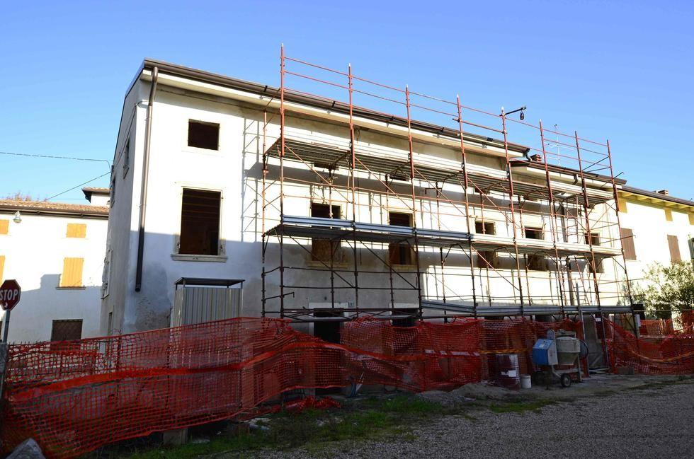 Porzione di casa in vendita a castelnuovo del garda for Casa con 2 camere da letto con seminterrato finito in affitto